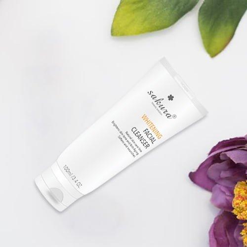Sữa rửa mặt làm trắng da Sakura Whitening Facial Cleanser 03