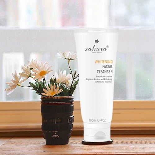 Sữa rửa mặt làm trắng da Sakura Whitening Facial Cleanser 04