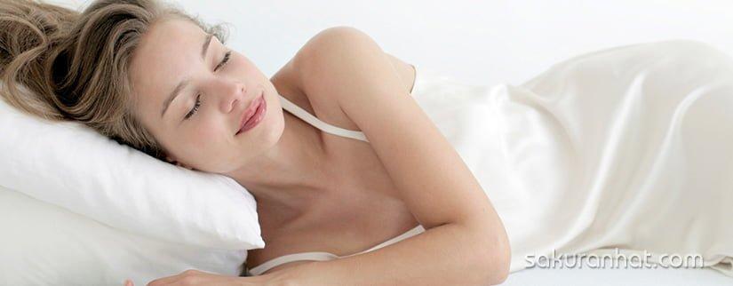 ngủ đủ giấc để chăm sóc da nhờn mùa hè hiệu quả
