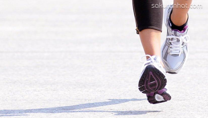 Bắt đầu chạy bộ giảm cân thì bạn cần tập luyện với một cường độ vừa phải
