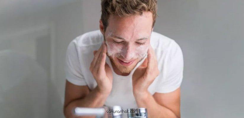Làm sạch da với sữa rửa mặt dành cho nam