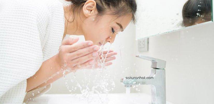 Rửa mặt đúng cách là bước không thể thiếu khi chăm sóc da tuổi dậy thì